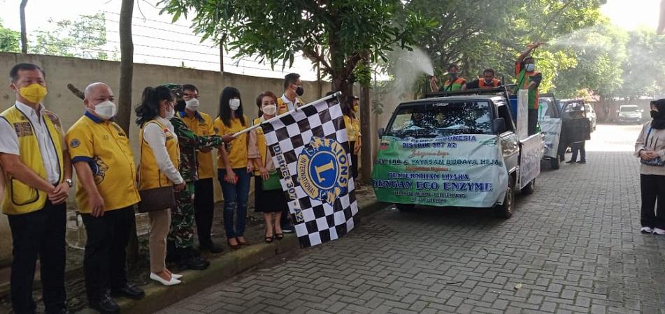 Dandim Medan Melepas Relawan Lions Club Indonesia dalam Kegiatan Penyemprotan Eco Enzym
