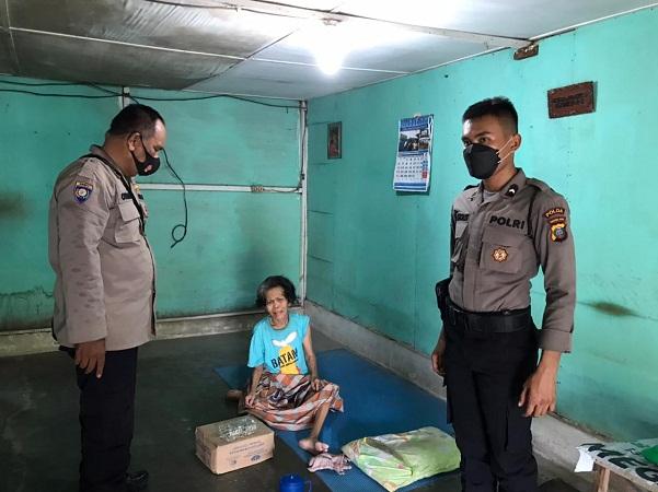 Polsek Medan Helvetia Salurkan Bantuan Sembako dari Kapolda Sumut Kepada Masyarakat Dampak Pandemi Covid - 19 dan PPKM Level 4