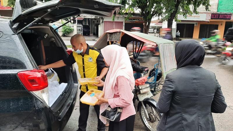 Golkar Sumut Berbagi Sarapan Gratis di Jalan Sudirman dan Sisingamangaraja